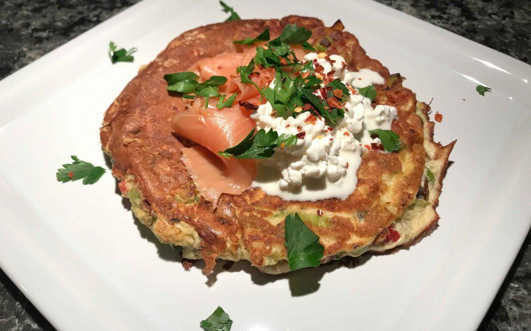 Low Carb Gemüse-Pancakes mit Lachs